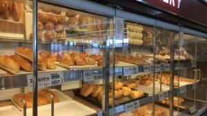 【スーパーツルヤ】の【焼きたてパン】は種類色々、おすすめは?